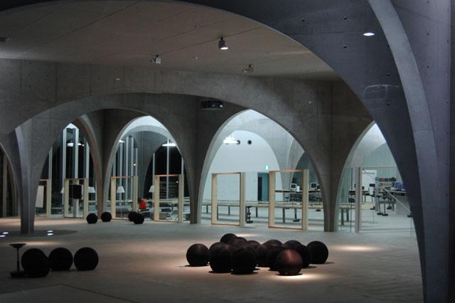 Tama_Art_University_Library2.jpg