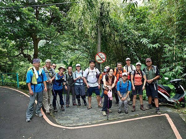 A01-合影於登山口