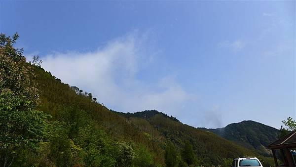照片 013-露營區眺1506 1532兩峰.jpg