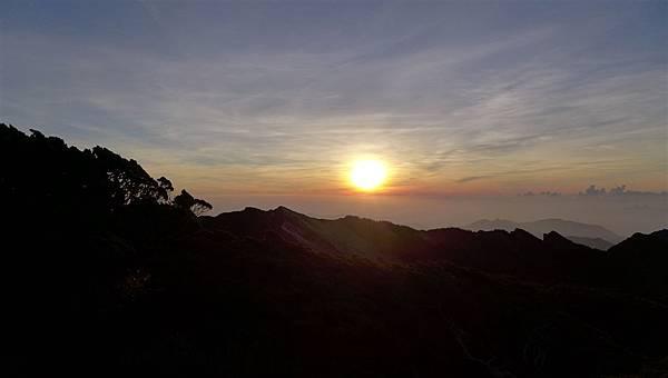 照片 168-東峰稜線日出.jpg