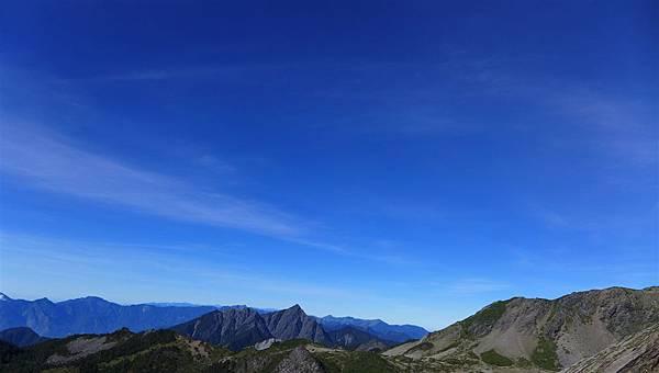 照片 212-更遠的奇萊連稜.jpg