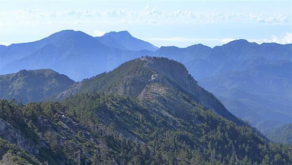 照片 217-南湖東峰往東南峰稜線.jpg