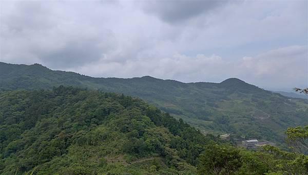照片 017-遠處的源茂和尚髻山.jpg