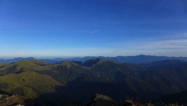 照片 081-右中閂山 右後雪山翠池 前合歡群峰 左白姑山列.jpg