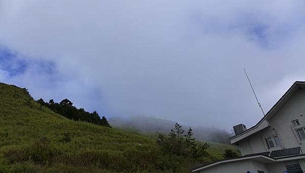 照片 151-雪訓中心山坡纜車吊臂遺跡(雲霧中).jpg