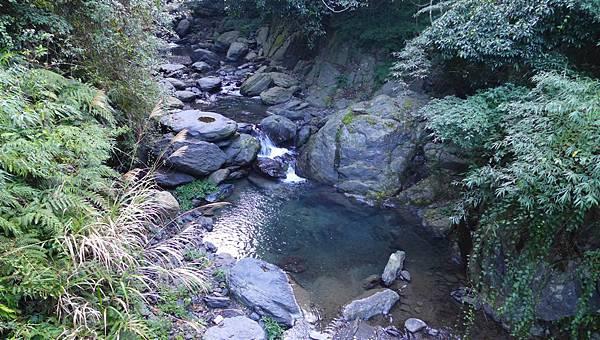照片 026-木橋下方的溪澗.jpg