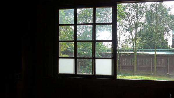 照片 195-左拜間格子窗望神門.jpg
