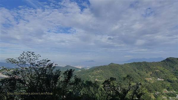 照片 014-台北盆地 罩薄雲霧.jpg