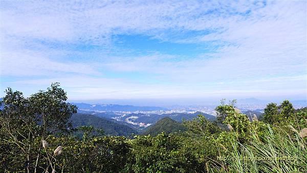 照片 040-中嶺山西方展望雙坑山.jpg