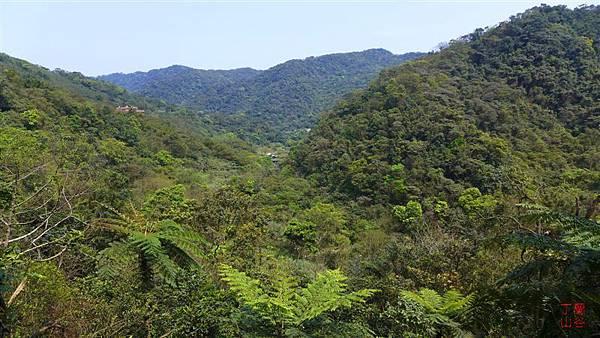照片 054-丁蘭山(右) 丁蘭溪谷.jpg