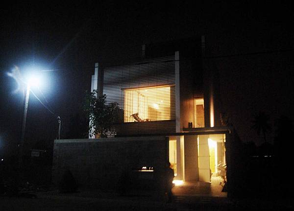 M11-House-architecture-design-night-viewed