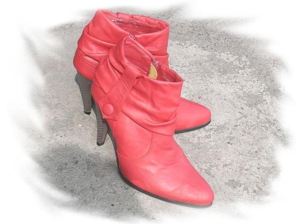 紅靴.jpg