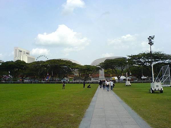 Esplanade前的公園.JPG