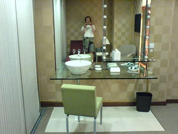 化妝室 (2).JPG