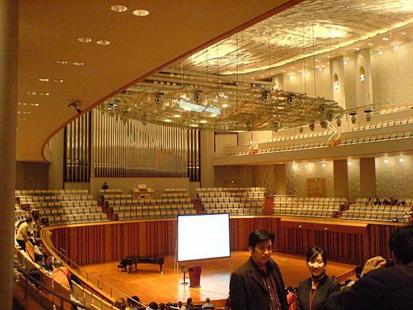 音樂廳舞台及環形觀眾席.JPG