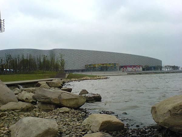 金雞湖畔的蘇科藝文大劇院.JPG
