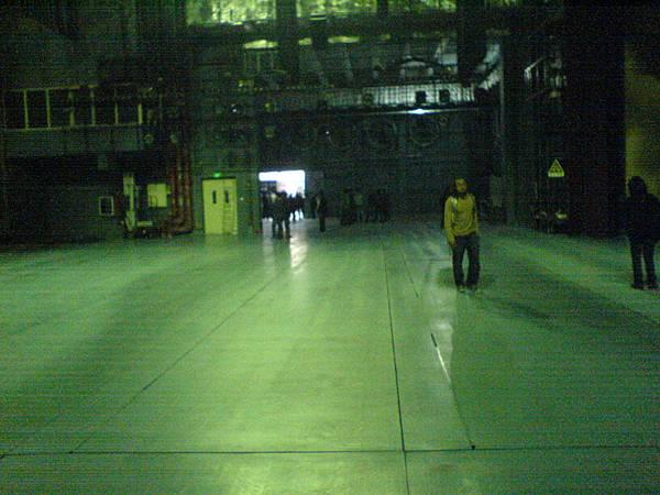 深圳大劇院灰色地面的舞台.JPG