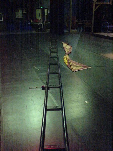 深圳大劇院拆卸的吊桿.JPG