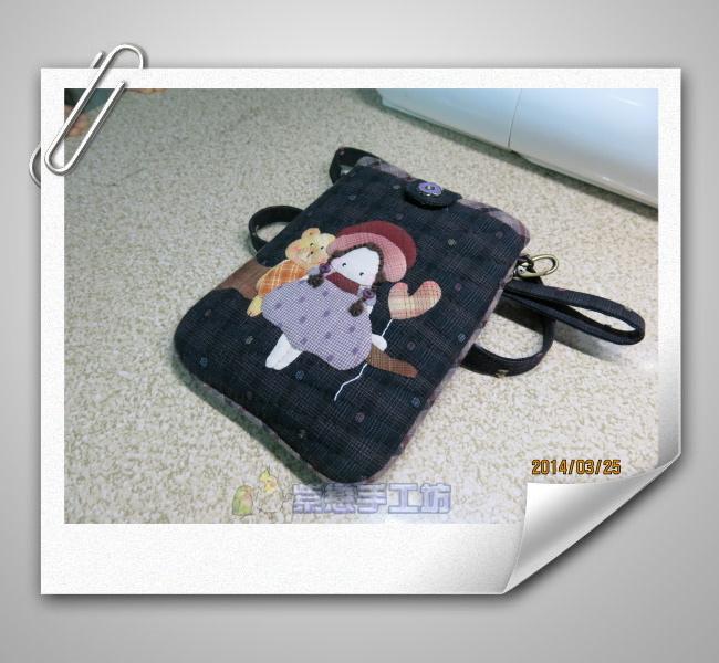 我的寵物日記-女孩與小熊~手機袋黑2.jpg