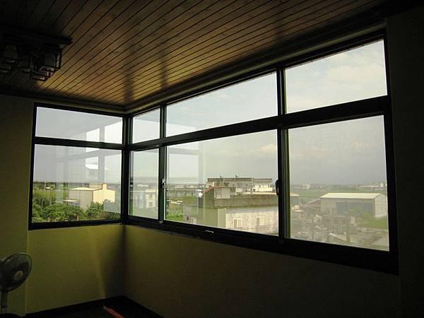 左邊固定窗 + 三拉上固下橫拉氣密窗