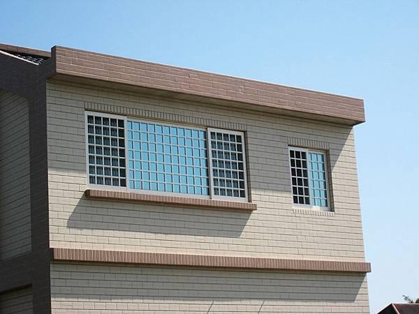 三拉格子氣密窗 + 兩拉格子氣密窗