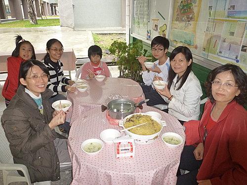 99-11-13各組老師讀經班結束後開會.JPG