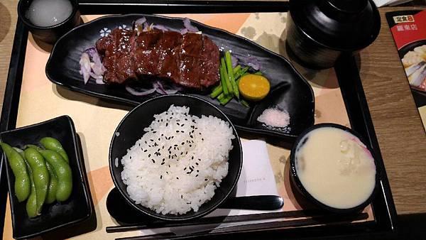 2015嚐鮮-定食8-岩鹽牛排定食_19.jpg
