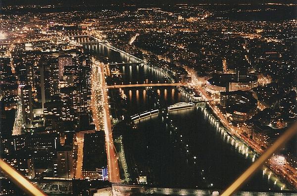 2010-06-12 011 巴黎鐵塔欣賞塞納河夜景.jpg