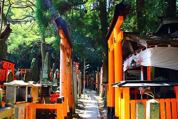 後山的一堆小神社
