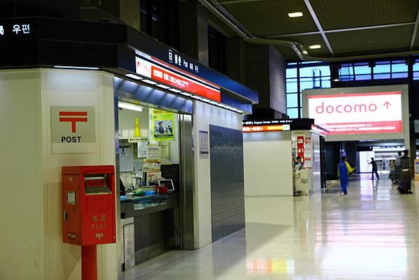 還是紅吱吱的郵局