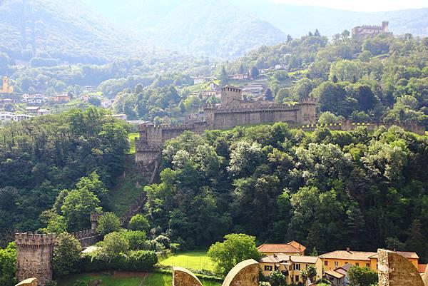 大城堡遙望蒙特貝羅城堡