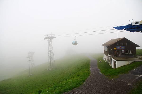 雲霧繚繞的First