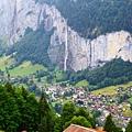 對面的Lauterbrunnen