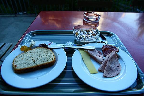 Grindelwald YH的早餐