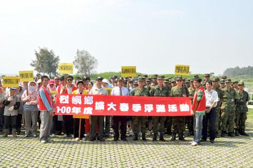 20110528-烈嶼鄉所軍民展開春季淨灘