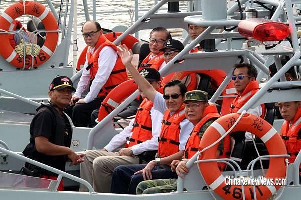 20110906-馬總統金門勞軍 搭陸航特兩棲偵察營快艇登上二膽島