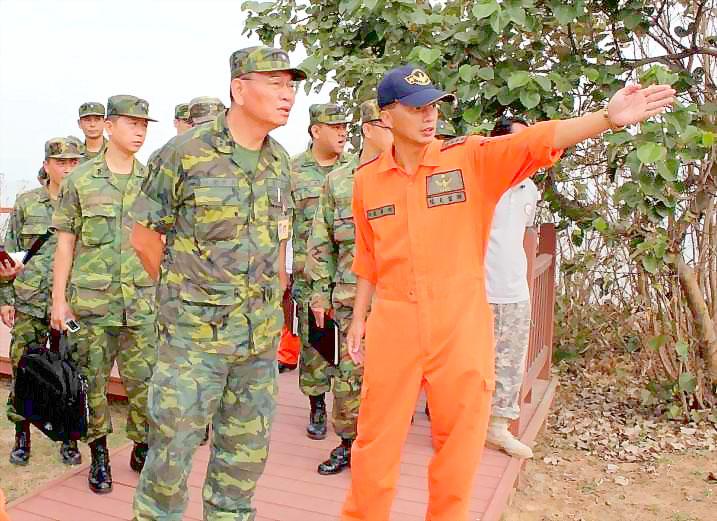 20111015-王世塗視導要求排雷勿排樹