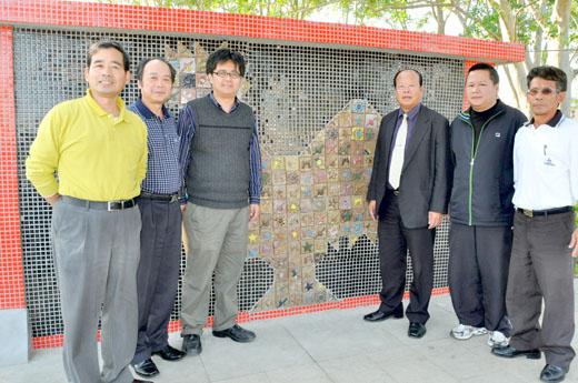 20101128-青岐風雞藝術牆昨落成亮相