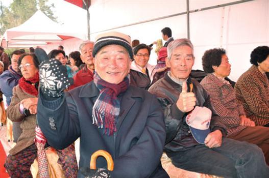 20110110-烈嶼鄉民喜迎大橋