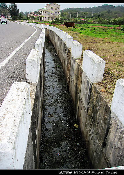 湖井頭身達2公尺的溝渠