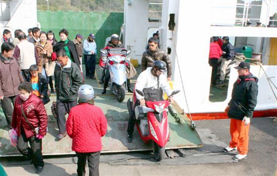 2010-03-12機車搭船往返烈嶼受理免費申請