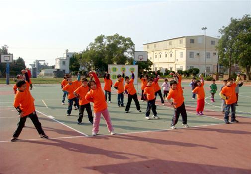2010-03-19全班出操上岐學童跳出健康