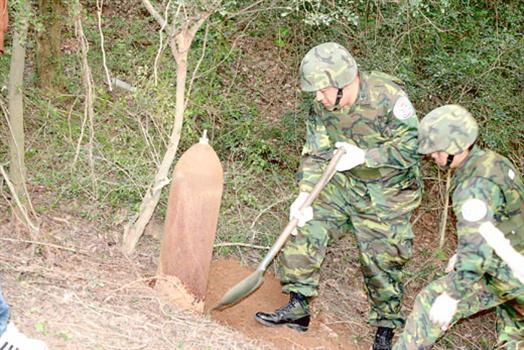 2010-03-30烈嶼發現未爆彈安全移除