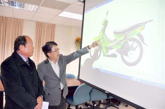 20110306-烈嶼無碳島業者欲推廣電動機車