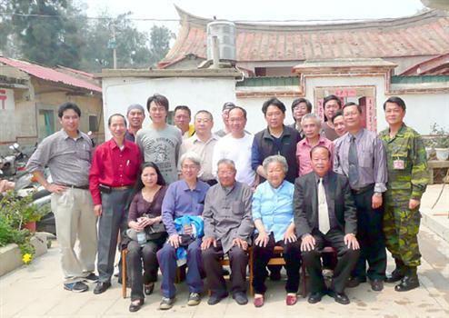 20110406薛主席昨到烈嶼與鄉親搏感情