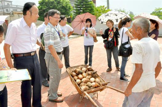 20100914-低碳示範社區環署抵東坑評比