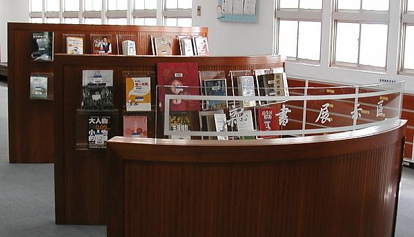 新書展示區.JPG