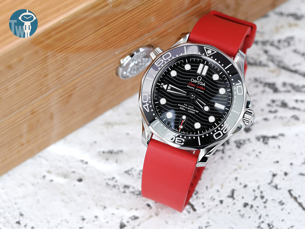 strapcode-watch-bands-W_FKM01L-20A18BIW01_Omega-Seamaster-300m-21030.jpg