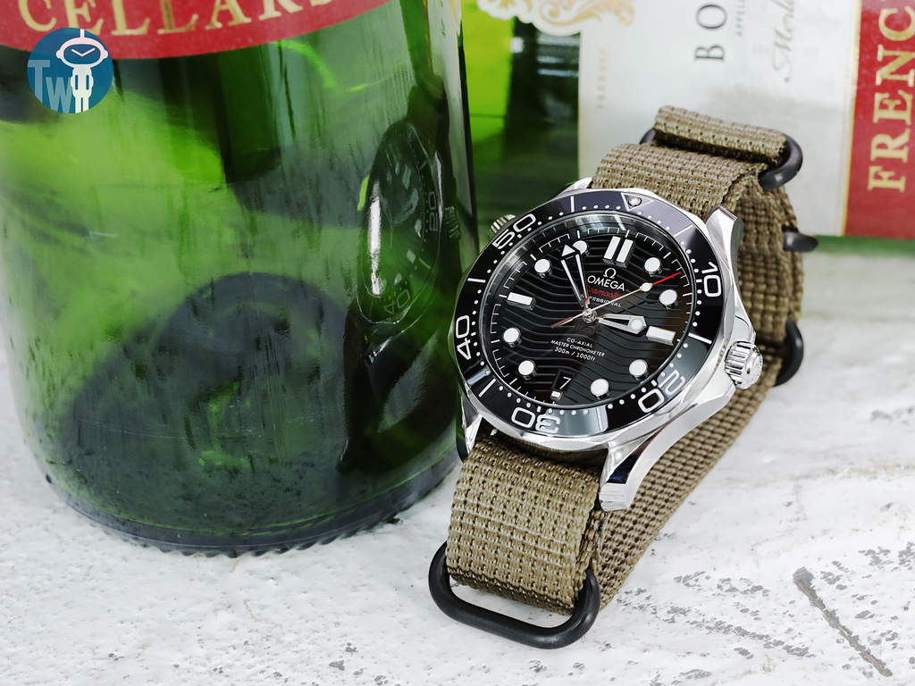 strapcode-watch-bands-W_20A20DZZ00N3Q01_Omega-Seamaster-300m-21030.jpg