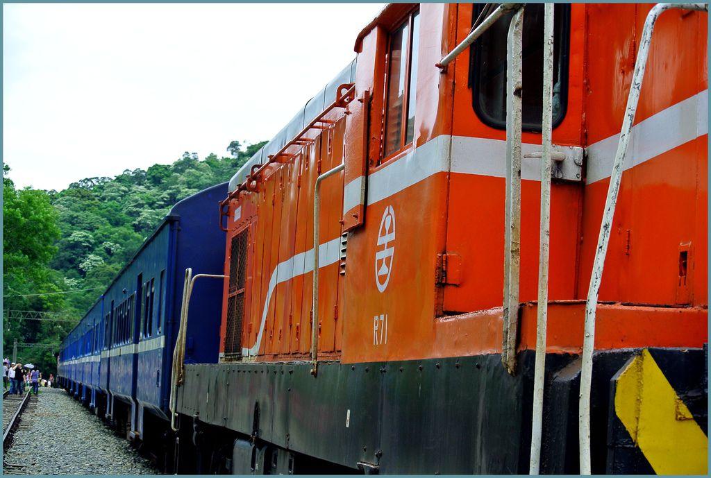 列車001